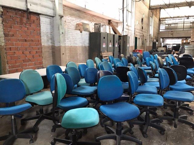 57 Cadeiras giratórias sem braço