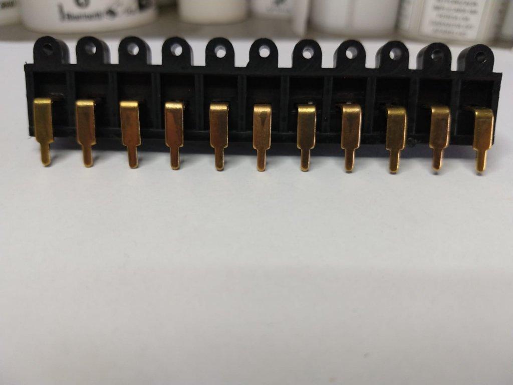 Conector 11 Terminais Dourado