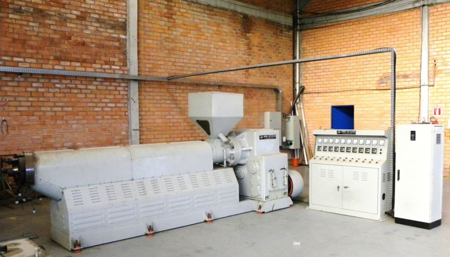 Extrusora RAIHSING para fabricação de TECIDO COURINO, COURVIN e PVC Fl
